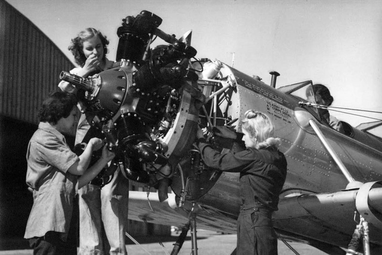 1940s women aviation mechanics Canadian Women in Aviation
